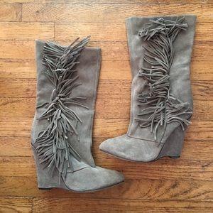 NWOT Mia Flirty fringe suede boots 8.5